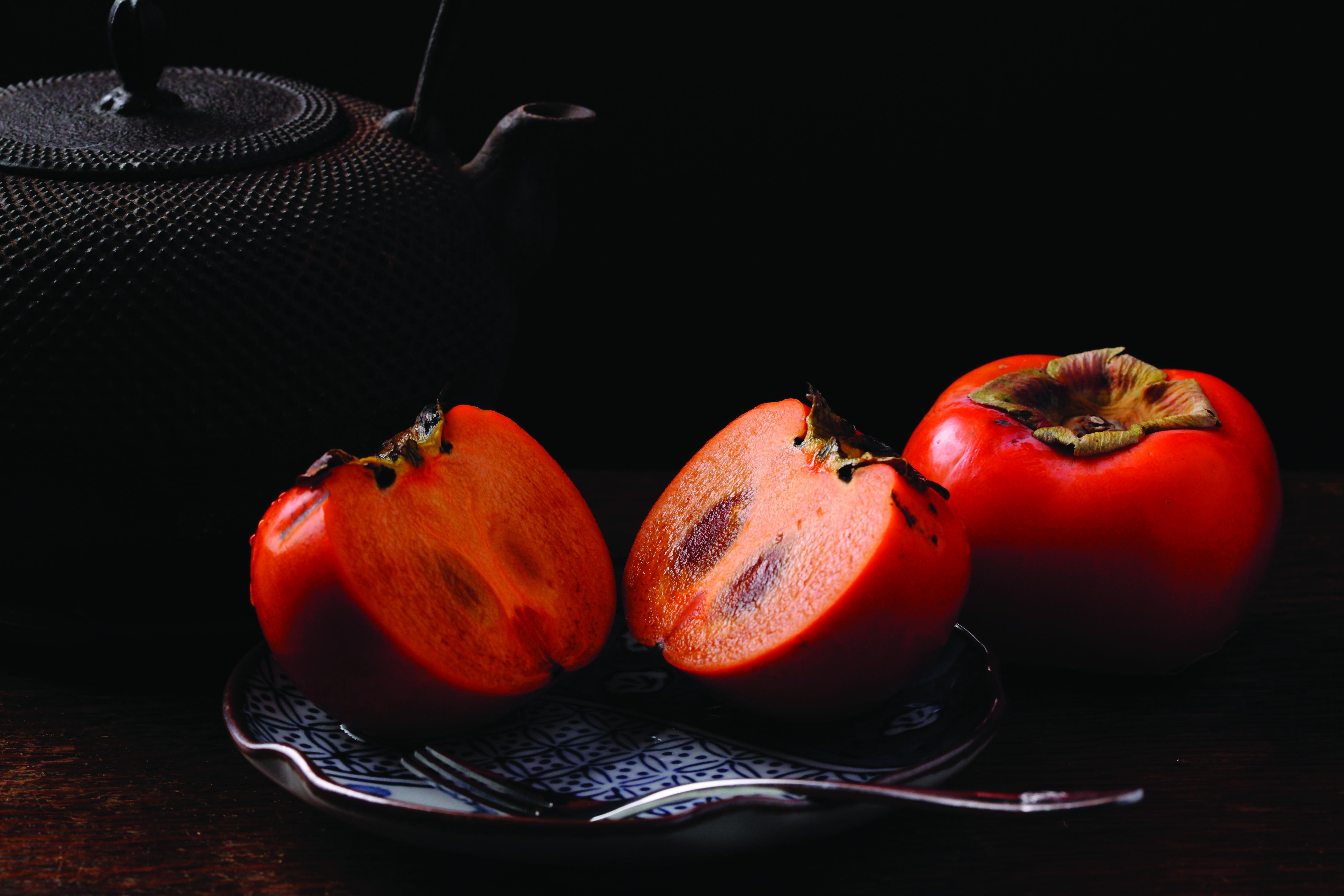 theme-still-life-black-orange-persimon-78198